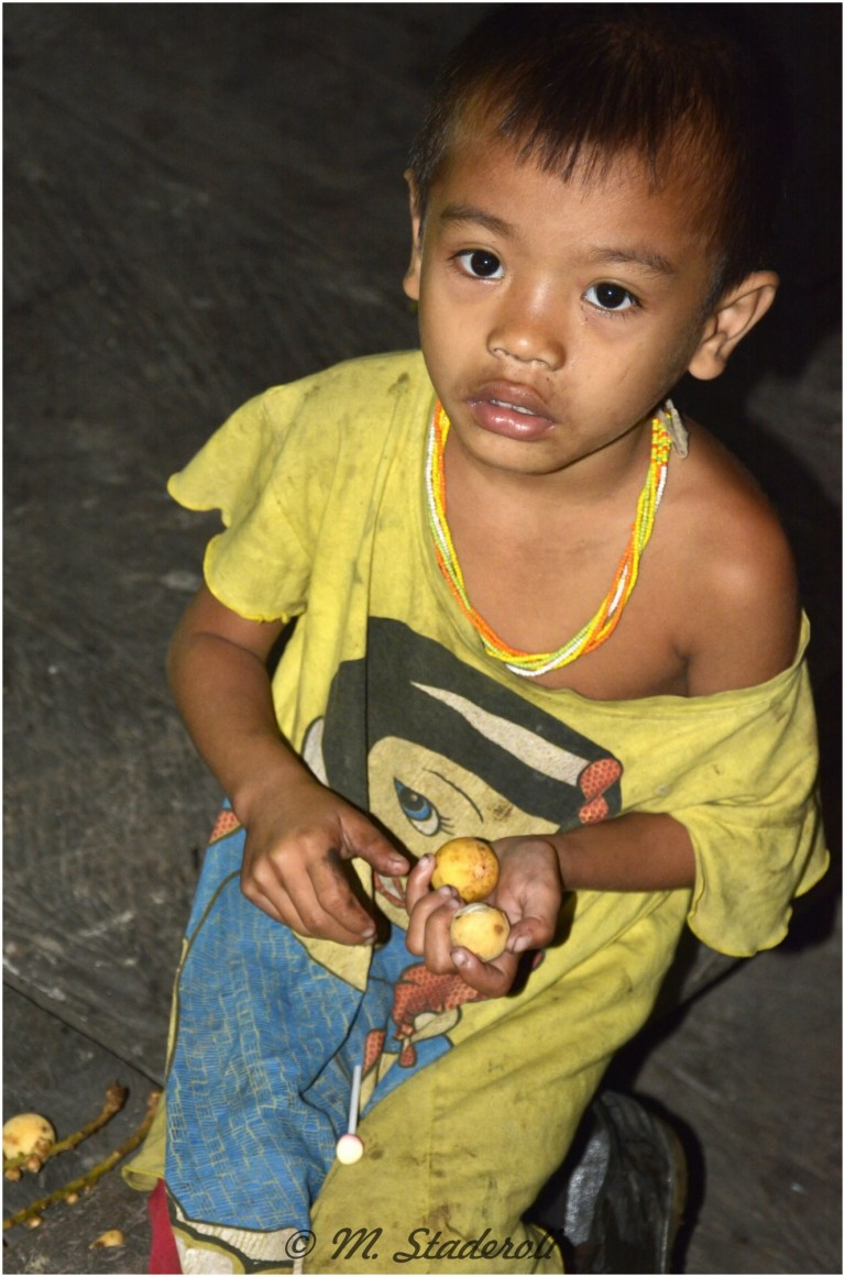 «Un regard, des sourires»  Mentawaï 2013-8