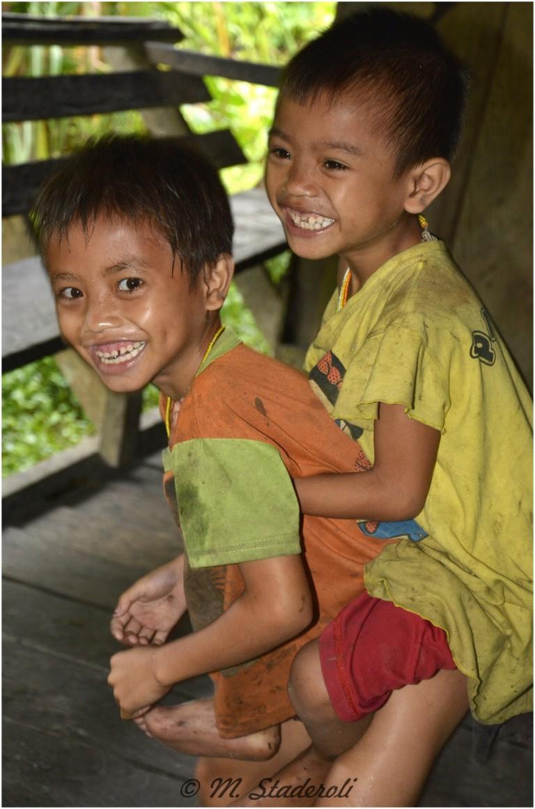 «Un regard, des sourires»  Mentawaï 2013-10