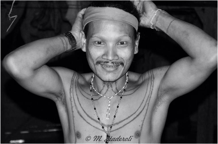 «Un regard, des sourires»  Mentawaï 2013-11