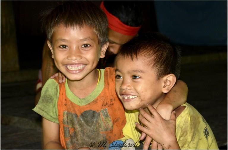 «Un regard, des sourires»  Mentawaï 2013-12